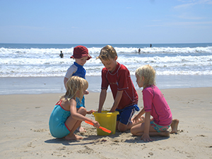 kids_beach_crop